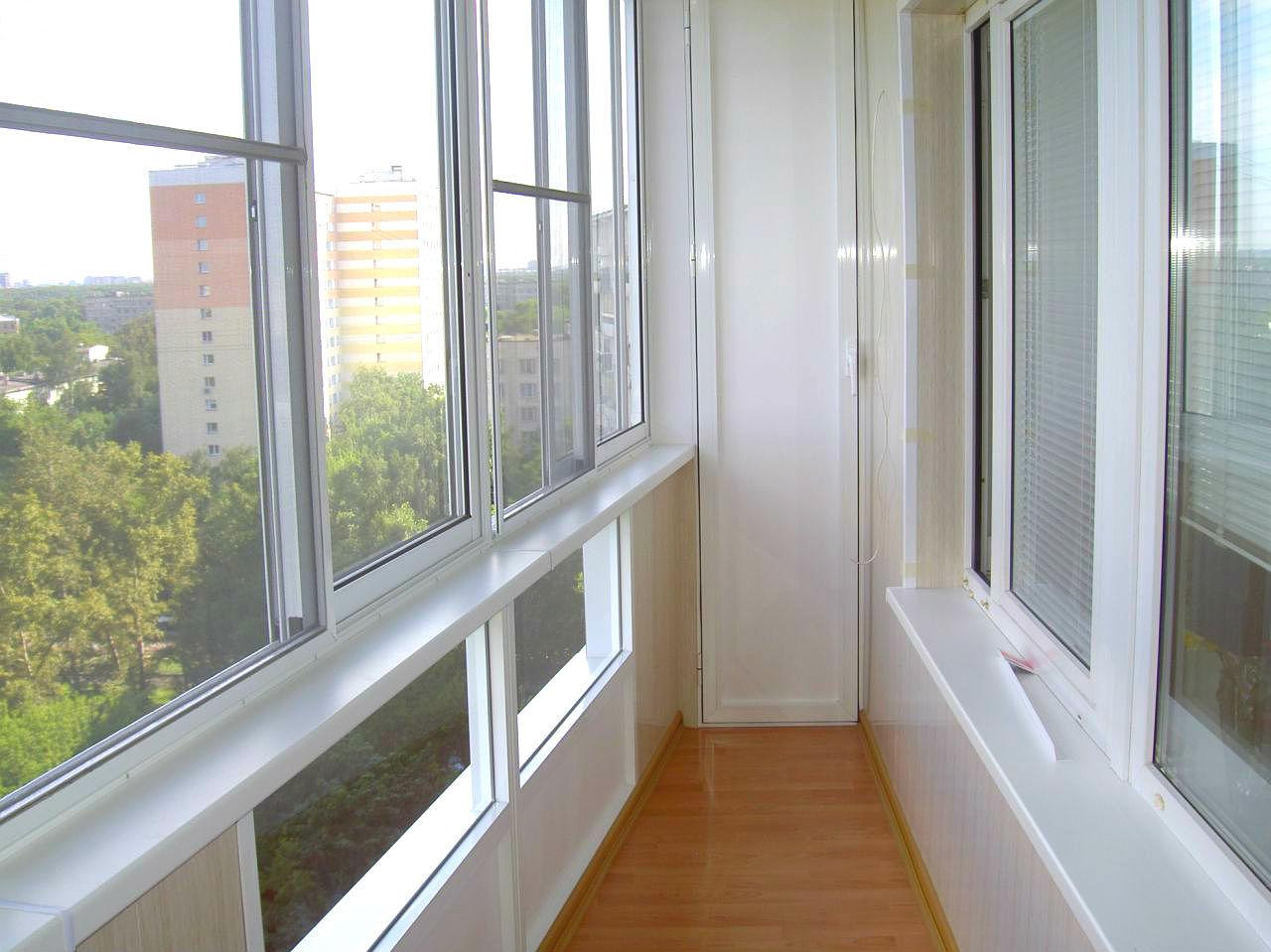 Остекление балконов пластиковыми окнами срезать ли перила..