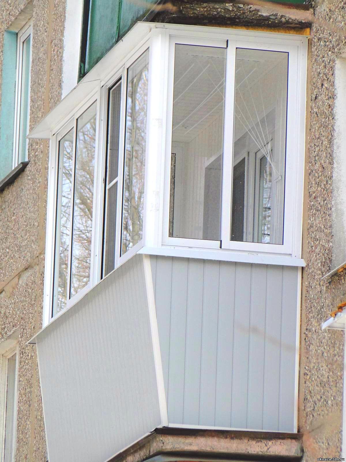 Балкон с выносным подоконником.